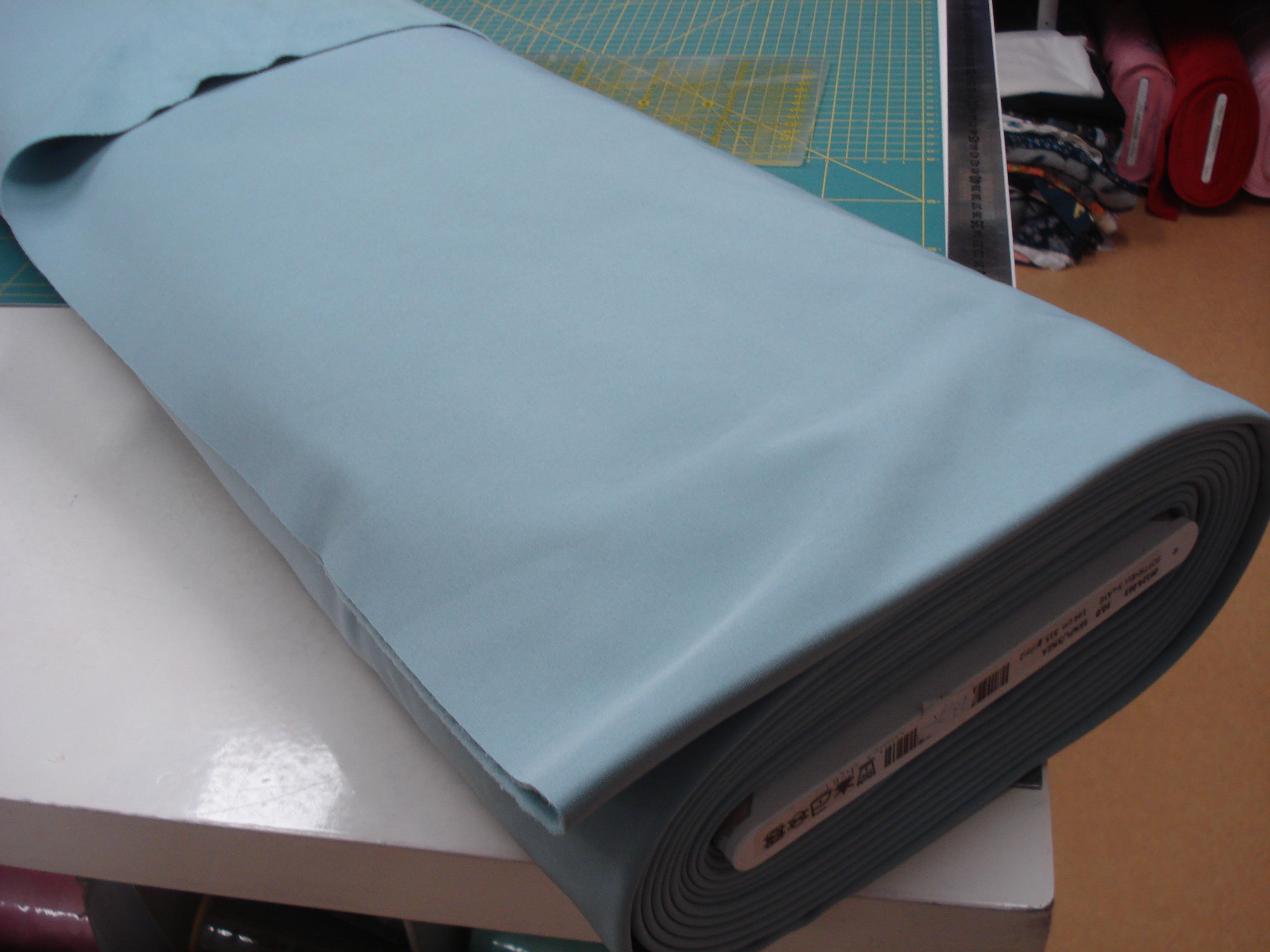 Softshell effen licht blauw €12,96 p/m