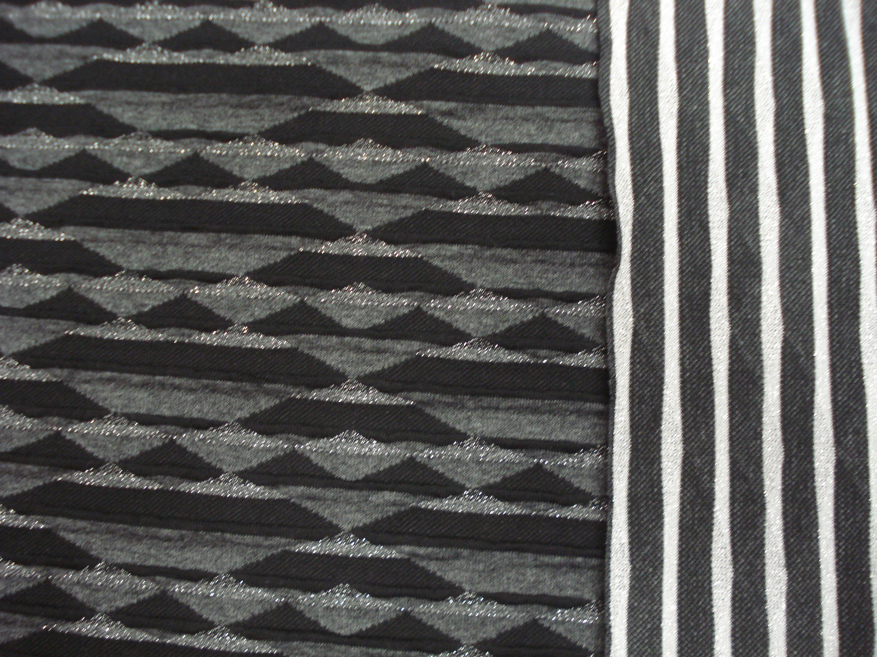 Tricot jaquard zwart met lurex (kopie)