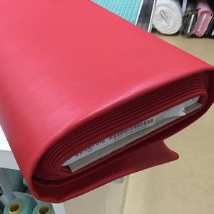 Imitatieleer rood rekbaar met suède achterkant €15,96 per meter
